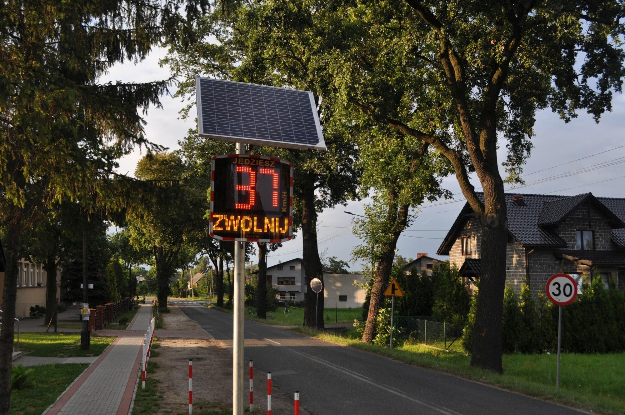 Znalezione obrazy dla zapytania radarowe wyświetlacze prędkości